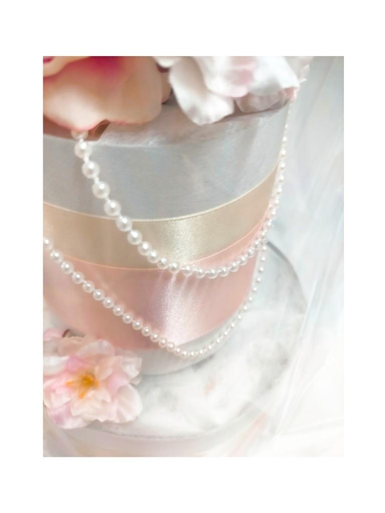 エレガントなパールをあしらったお花のおむつケーキ