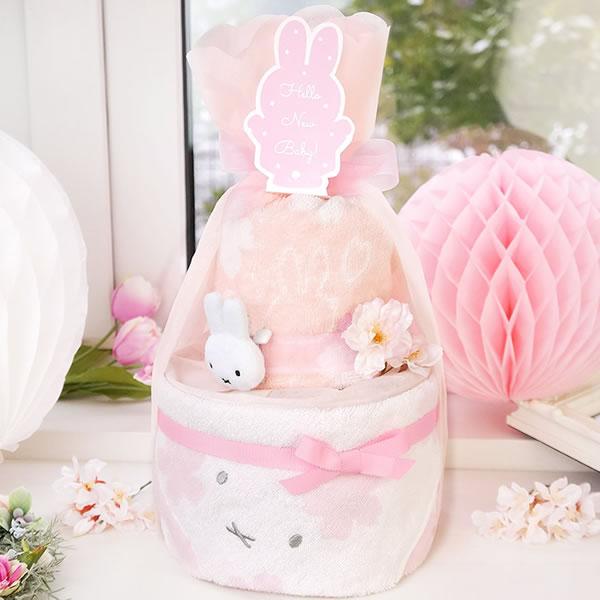 桜みたいな華やかなピンク色のミッフィータオルおむつケーキ