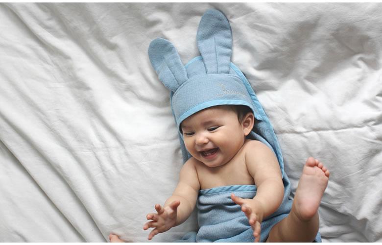 長いうさぎの耳は幸福のシンボル